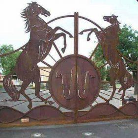 figuras de caballos en metal