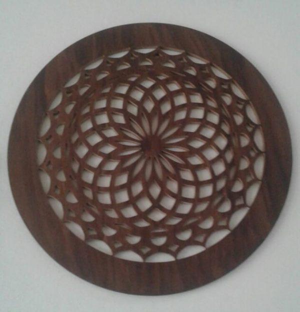 Figuras caladas en madera
